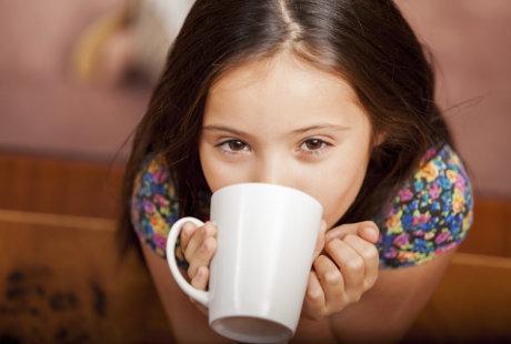 anak minum kopi 2