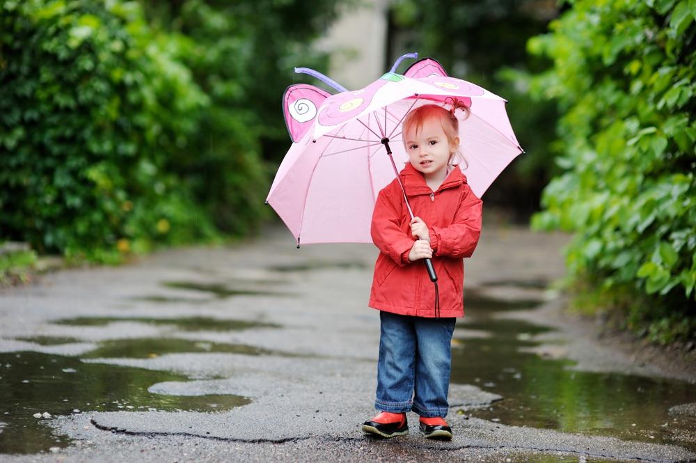 Mau Menjaga Kesehatan Balita Saat Musim Hujan, Ini Parentingnya