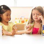 Beginilah cara mengajarkan anak untuk berbagi