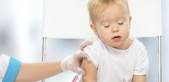 Untuk bunda yang belum mengetahui jadwal imunisasi beserta jenisnya, yuk lihat disini