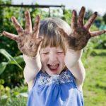 Apakah bermain kotor-kotoran baik untuk kesehatan anak?