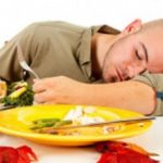Setelah makan sahur langsung tidur? Begini akibatnya