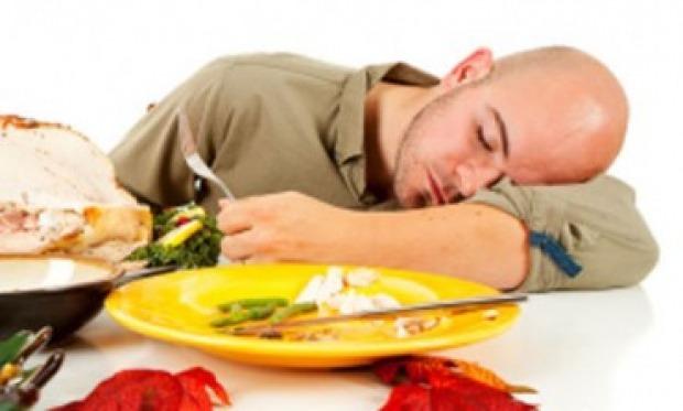 Hindari makanan ini saat ingin kerja dan makan ini jika Anda sulit tidur
