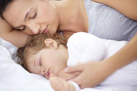 Sering temani anak tidur? Itu bisa membuatnya menjadi penakut