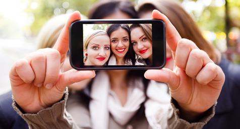 Selfie ada manfaatnya bagi kesehatan? Mau tahu? Yuk lihat ini