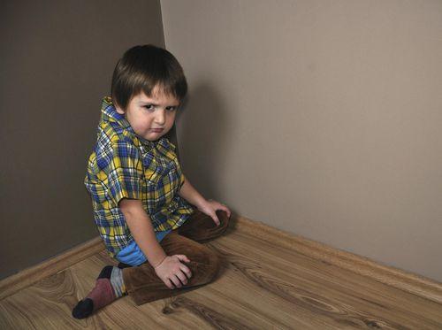 Anak sering duduk dengan posisi W? Apakah berbahaya?