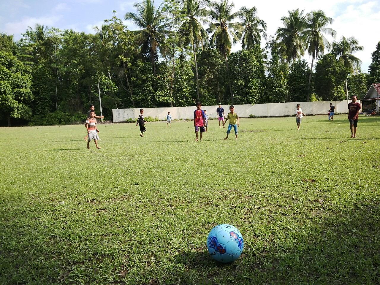 Sepak bola banyak manfaatnya lho..Yuk ajak anak bermain