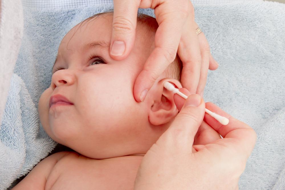 Mau menjaga kesehatan telinga anak? Begini caranya