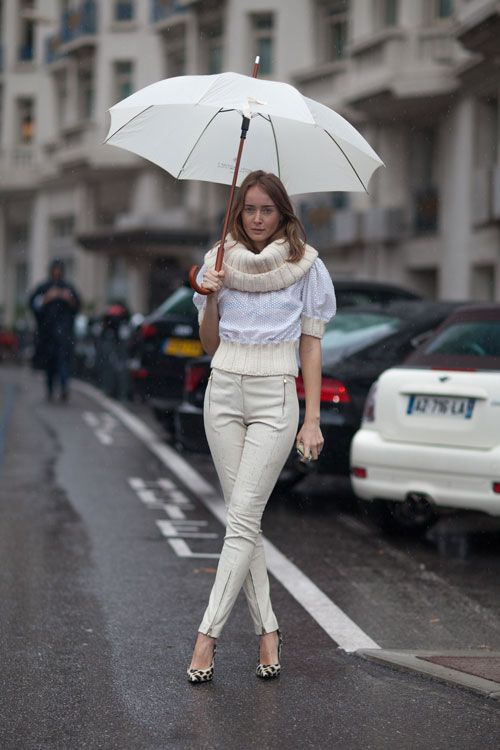 Tak mau terlihat out of style saat musim hujan? Gunakan pakaian ini untuk tetap tampil stylish