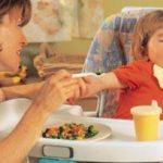 Tips si Kecil Semangat Menyantap Makanan Sehat