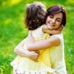Pentingnya Pelukan Ibu