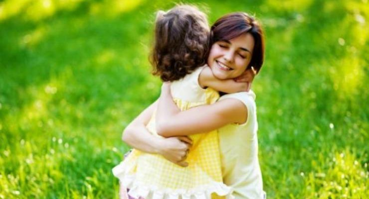 Pelukan Bisa Memberi Manfaat Untuk Kesehatan Anak
