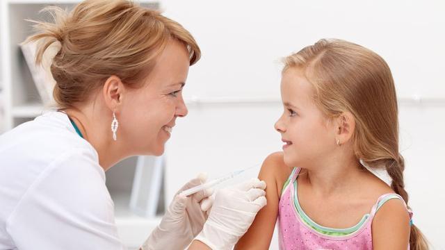 Cara Agar Anak Tidak Takut Saat Disuntik Dokter